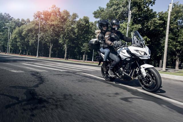 2015-Kawasaki-Versys-650-01