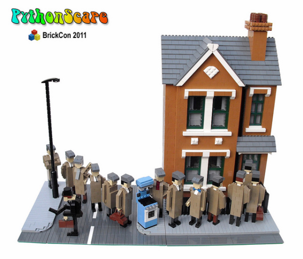 Aki három hónapot töltött azzal, hogy 15.000 Lego darabból kirakja a Doom látványos diorámáját illetve annak olyan ikonikus hőseit, mint a lidércszerű Cacodemont vagy Pinkydémont.