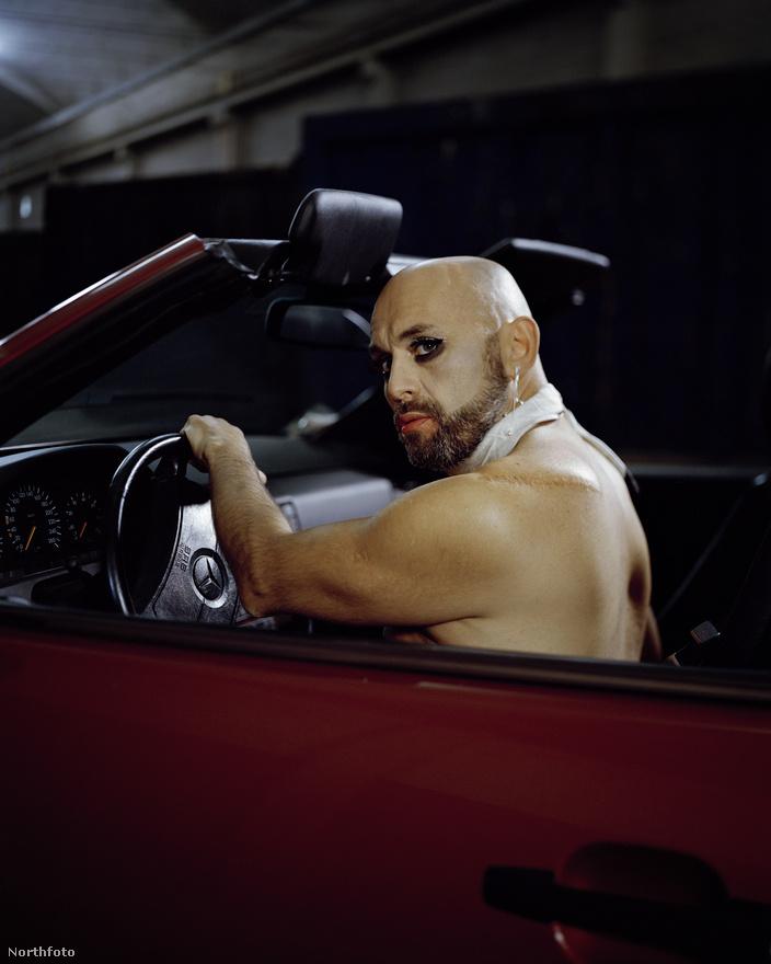 Vito 42 éves, deréktól lefelé teljesen lebénult, amikor karambolozott a motorjával. Ezen a képen épp modellként örökítik meg a toscanai Luccában.