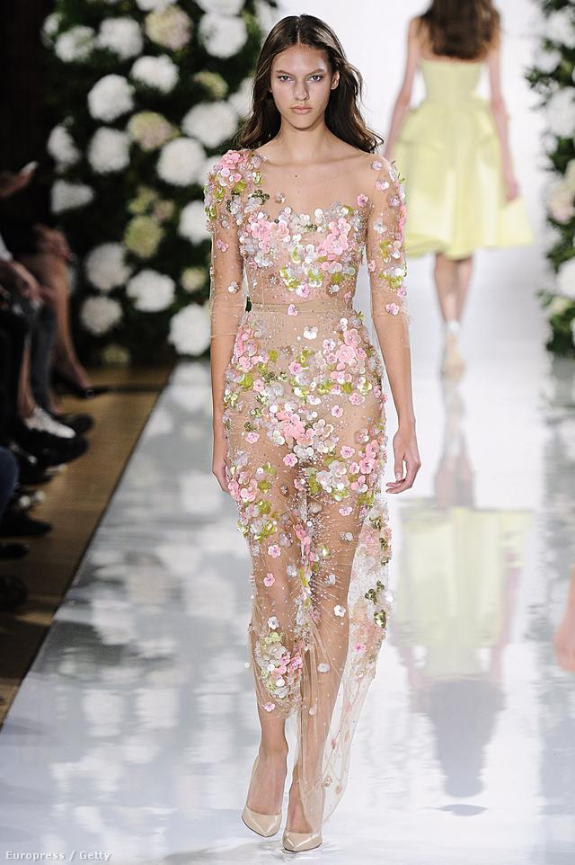 Biztos jövőre lesz is egy-két olyan celebnő, aki megakarja majd ugrani Rihanna CFDA Fashion Awardson viselt ruháját és annak hírét. Valószínűleg ez járt az orosz származású tervező, Valentin Yudashkin fejében is, mikor ezt a sokat sejtető, virágokkal borított ruhát tervezte 2015 nyarára.