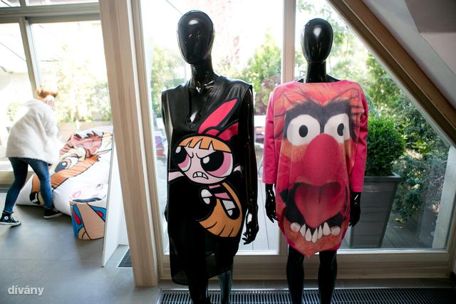 A Sugarbird gyerekkorunk meséit nyomja ruháira.
