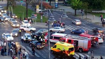 3 autó ütközött, hatalmas dugó Újbudán