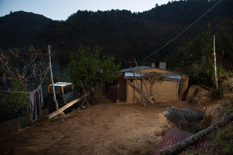 Ez az a ház, amelyben a mexikói család él, az ország déli régiójában, Oaxaca állam hegyei közt.