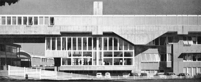 Az olasz készülék gyártó vállalat robusztus megjelenésű épületét az udinei származású építész, Gino Valle tervezte, aki a velencei Instituto Universitario di Architettura di Veneziában tanulta ki a mesterséget.