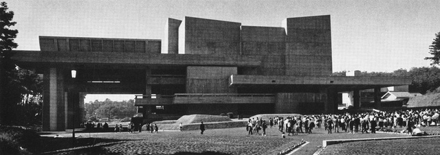 A Shinto-vallás hívőinek épített modern épület sokakat emlékeztethet Deny Lasdun Nemzeti Színházára, de valójában jóval annak megtervezése előtt épült, ahogy később több építészt is inspirált Otani 1964-es formája és monumentalitása.