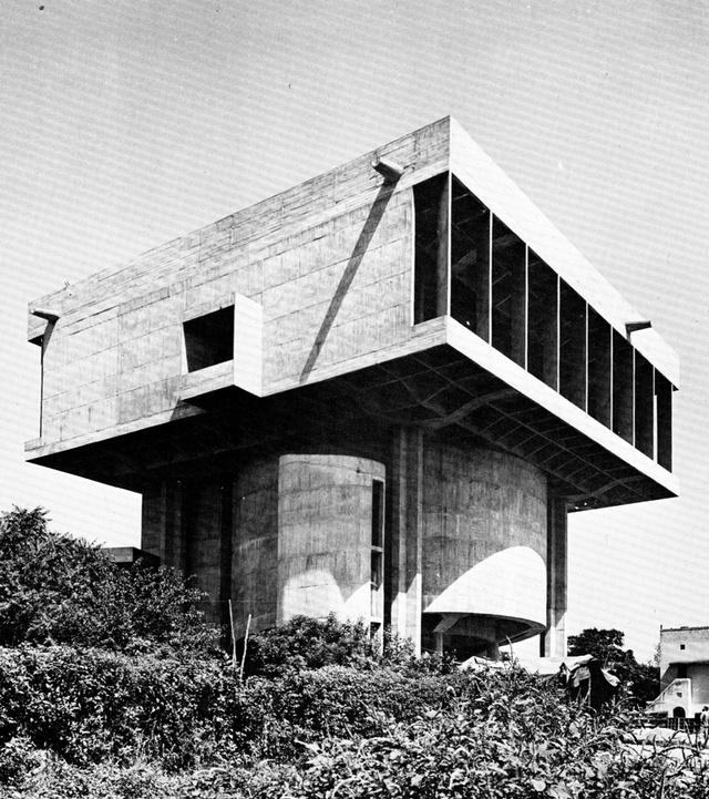 Az indiai építészet első generációs modernista építésze valójában az Egyesült Királyságban tanult az ötvenes években, majd New Delphi vezető tervezője és várostervezője lett.