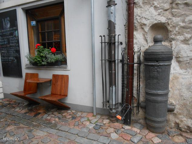 Rigában vintage ágyúkat falaztak be a középkori épületekbe