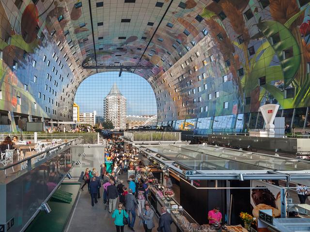 """A  """"Food Walhalla-ként"""" is emlegetett patkó formájú  épület több szempontból is más,mint egy hagyományos városi piac."""