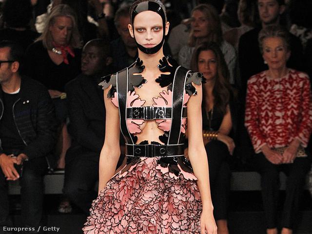 Túlburjánzó ruhák a kifutón:  Alexander McQueen Ready to Wear