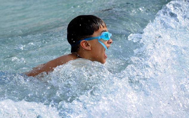 A versenysport helyett először szerettessük meg a gyerekkel a vizet
