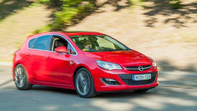 Az Opel Astra negyedik generációja már nem lehet népautó. Ahhoz magánvásárlók tömegére volna szükség, de azok nincsenek sehol