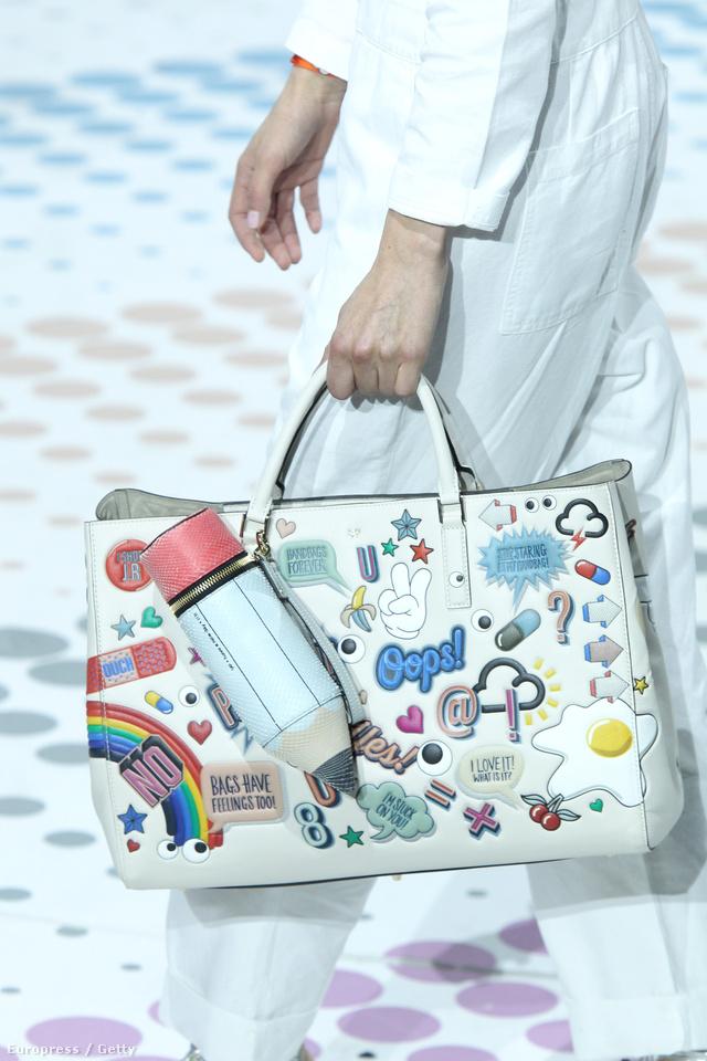 A szezon egyik legviccesebb táskáját Anya Hindmarch készítette el.