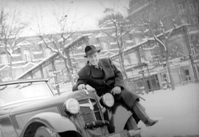 1940 telén a Muráti-féle, Karmann-karosszériás Adlerrel