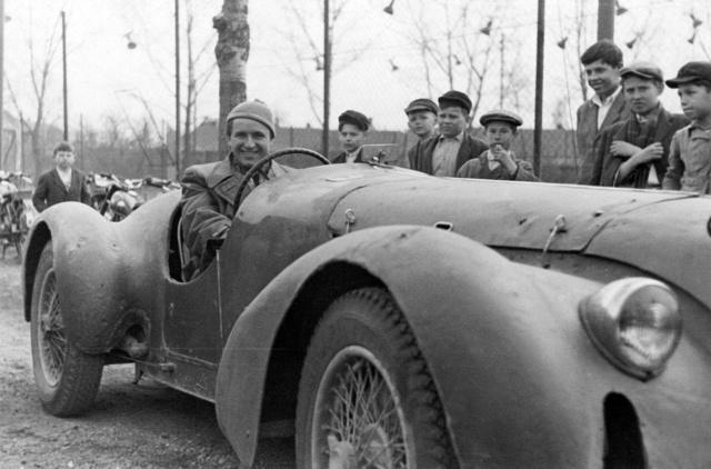 Alfa Romeo 6C kocsijával Buza János is versenyzett