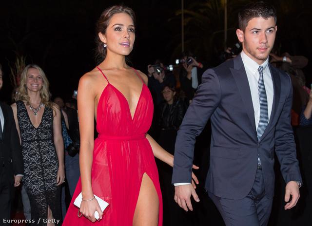 Olivia Culpo hétfőn Nick Jonas oldalán a MIPCOM 2014 fedőnevű esemény megnyitóján Cannes-ban