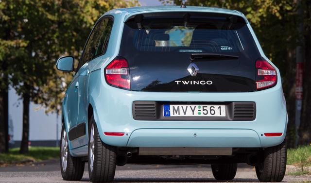 Hátulról tényleg egy R5 turbo néz ránk, csak furák az arányai