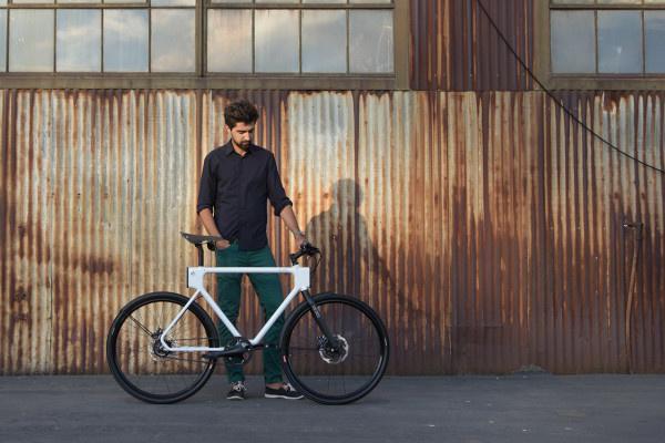 Az eredmény egy moduláris tartozékokkal ellátott hibrid kerékpár, az EVO Urban Utility Bike lett.