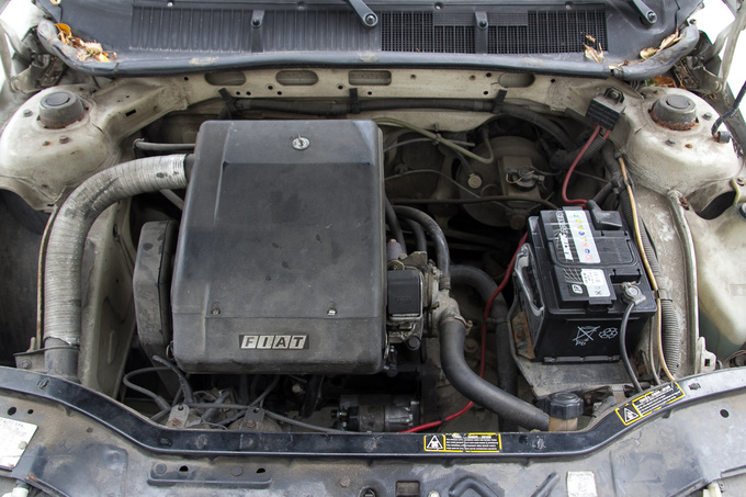 Behold an engine cover with actual functionality: the big black box is the air filter housing