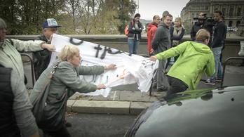 Tüntetők lezárták a Lánchidat, dráma lett belőle