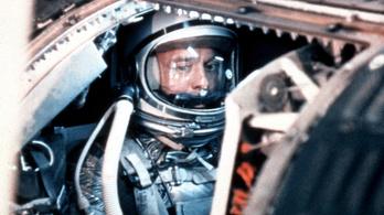 Az első amerikai űrhajós összepisálta magát