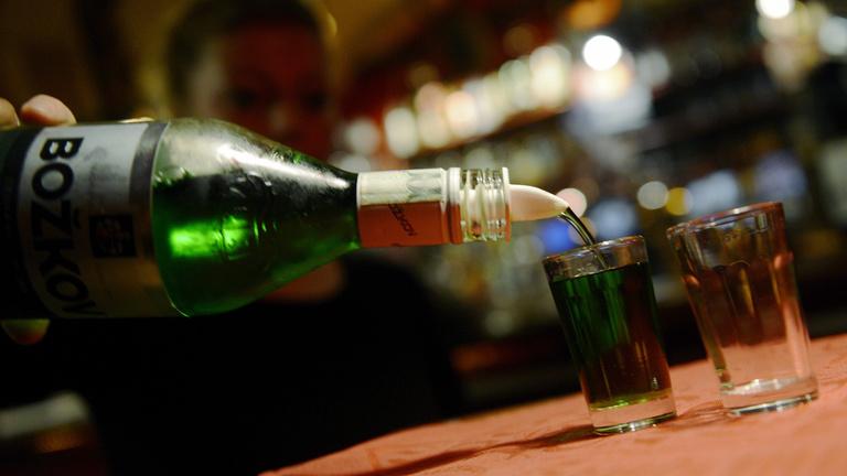 Durván drágítja az alkoholt a kormány