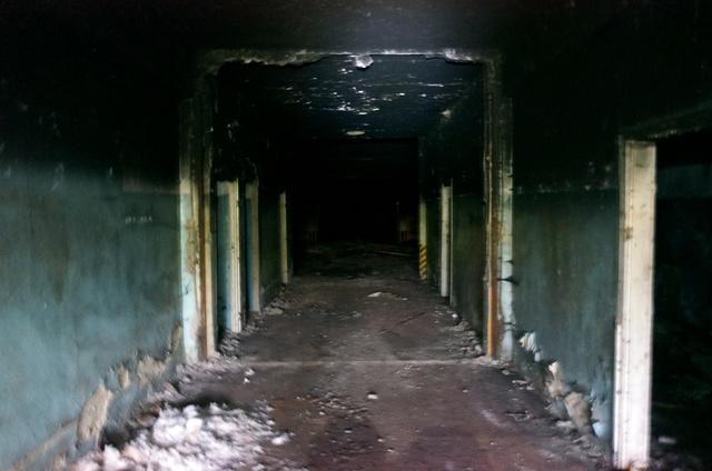 Ezen a folyosón keresztül lehetett megközelíteni magát a raktárhelységet. Jobbra és balra egyforma méretű helységek nyíltak.