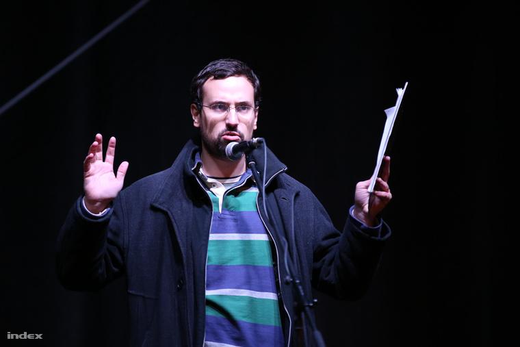 Gulyás Balázs az internetadó elleni tüntetés színpadán
