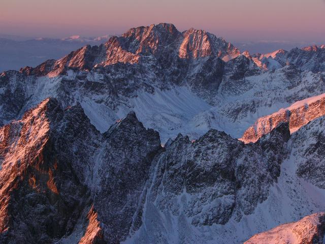 A Lomnici-csúcs, a Tátra második legmagasabb csúcsa télen