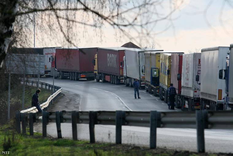 Kamion torlódás Rédics és Lenti között