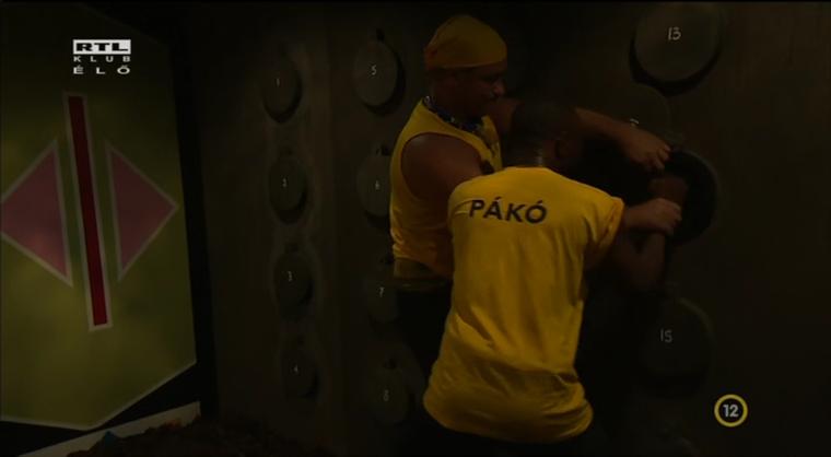Így próbálja Bunyós Pityu munkára sarkallni Pákót.