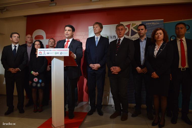 Mesterházy Attila, az MSZP elnöke, az ellenzéki összefogás miniszterelnök-jelöltje beszédet mond a párt eredményváró rendezvényén az MSZP Jókai utcai székházában az országgyűlési képviselő-választáson 2014. április 7-én. Mellette Bajnai Gordon, az Együtt-PM szövetség vezetője, Boruzs András, a Magyar Liberális Pártpártigazgatója, Szabó Tímea, a Párbeszéd Magyarországért társelnöke, Gúr Nándor, az MSZP alelnöke, Molnár Zsolt, az MSZP országgyűlési képviselője, Fodor Gábor, az MLP elnöke, Gyurcsány Ferenc,a DK elnöke, Molnár Csaba és Vadai Ágnes, a DK alelnökei és Horváth Csaba, az MSZP alelnöke.