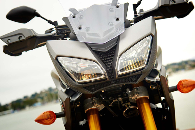 2015-Yamaha-FJ-09-MT-09-Tracer-09