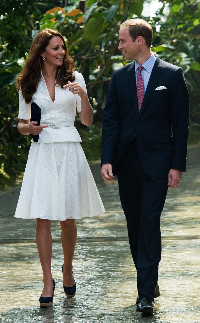 A fehér már csak 5/10 pont. Szép ez az Alexander McQueen ruha, amiben Katalin a szingapúri Gardens by the Bay-ben mászkált, de a halványszürke lenne igazán nyerő.