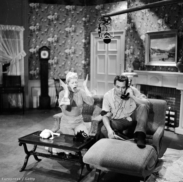 Az ikonikussá vált házaspár (Desi Arnaz és Lucille Ball) egy kellemes hangulatot árasztó merev, strukturált stílusú lakásban élt az Upper East Side-on, aminek bútorai és egyéb berendezései hűen tükrözték az amerikai középosztály ízlésvilágát.