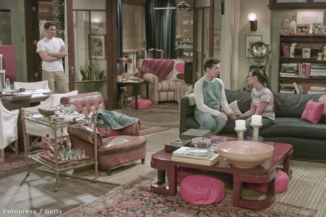 A New York-i Upper West Side-on játszódó sorozat 1998 és 2006 között volt látható az NBC csatornán. A sorozat legfőbb jelenetei a meleg ügyvéd, Will Truman (Eric McCormack) pazar lakásában játszódnak.