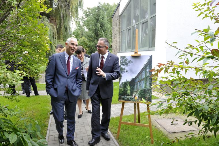 Balog Zoltán és Dietz Ferenc a megújult Szentendrei Régi Művésztelep és Galéria kertjében,2013. szeptember 27-én.