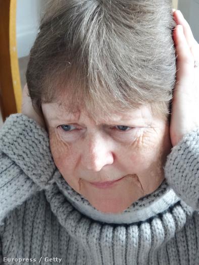 Iszonyatos kín lehet különösen leszálláskor a hasogató fül