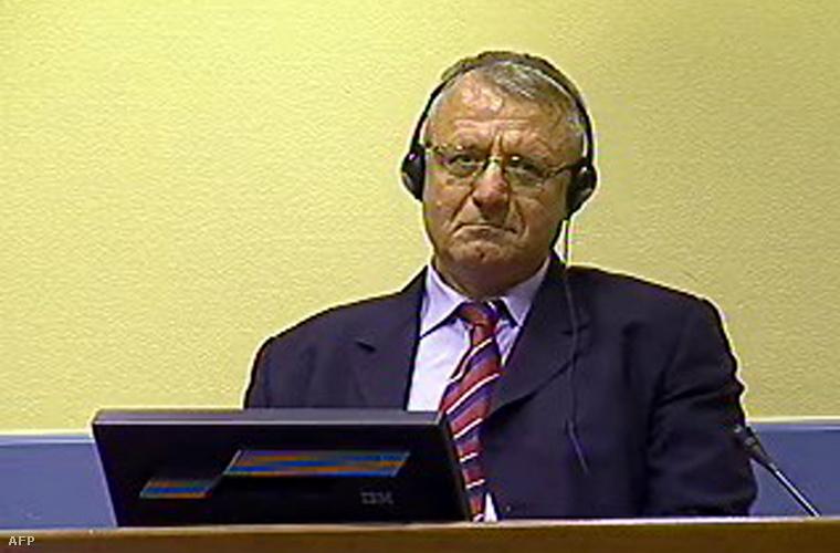 Vojislav Šešelj a hágai bírósásgon 2009-ben