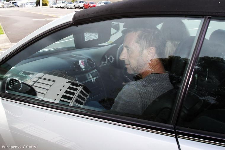 Phil Rudd távozik a bíróságról az új-zélandi Taurangában, november 6-án