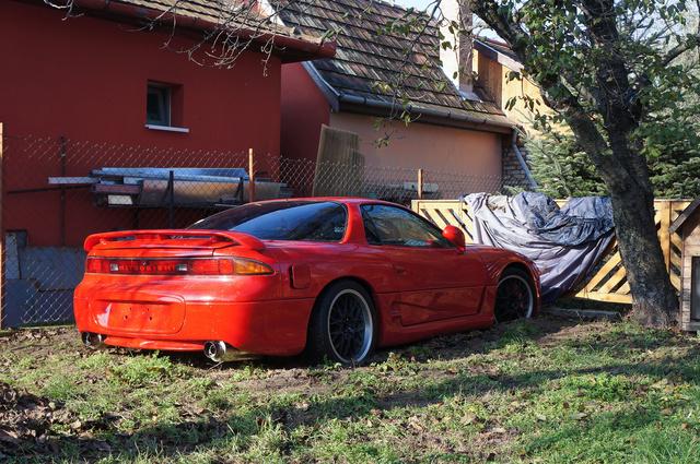Egy gyáli udvaron áll hónapok óta Márk autója