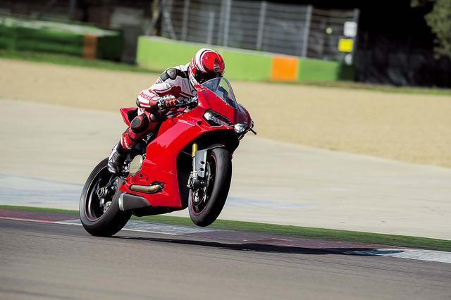 2015-Ducati-1299-Panigale-S-07