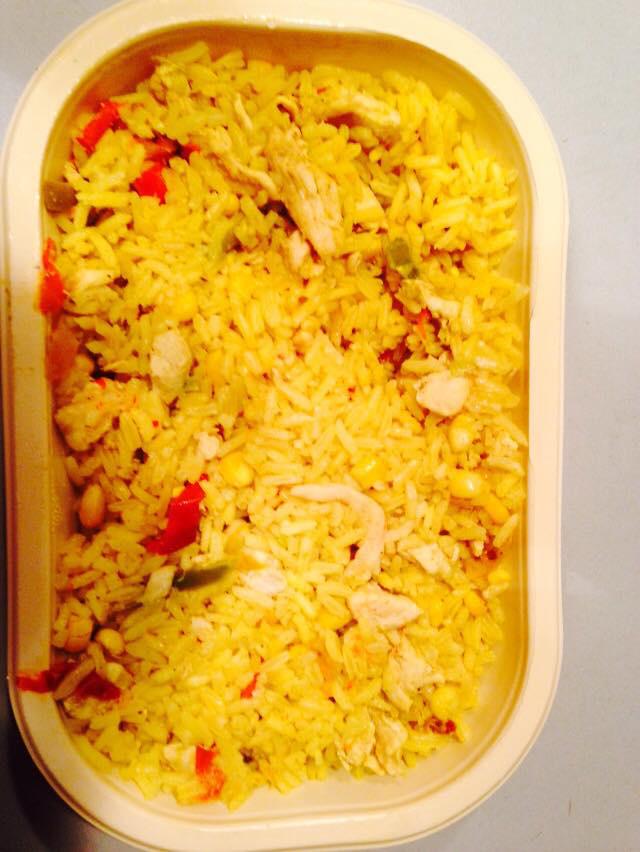 Indonéz rizses csirke, ami 790 forintba került. A fűszerezése kellemes volt, a rizs állaga szinten jó, és az adag is kiadósra sikerült. Ha valamibe bele szeretnénk kötni, az az, hogy kicsit száraz lett.