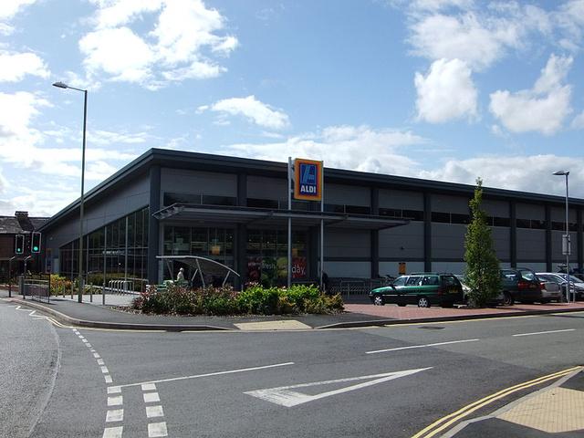 aldi wiki 800px-Aldi supermarket, Ludlow - DSCF2170