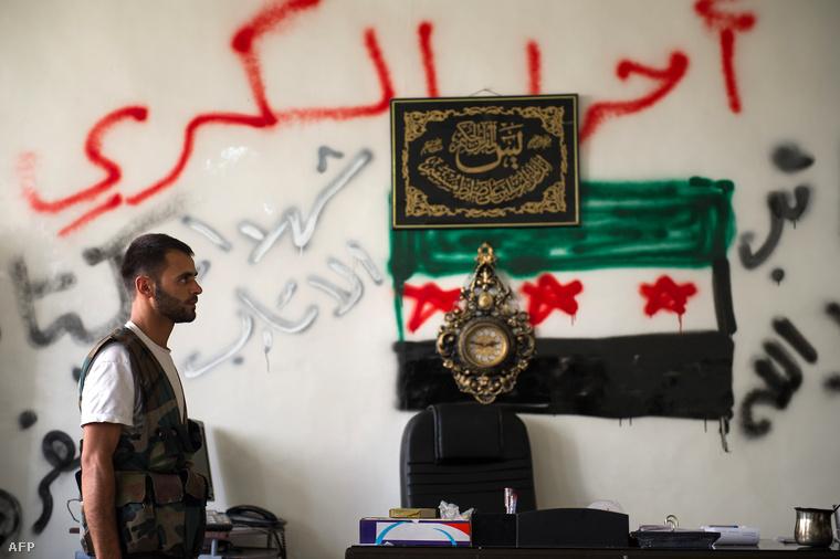 """A Független Szír Hadsereg """"irodája"""" Atarebben"""