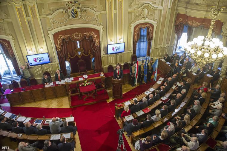 A szegedi közgyűlés alakuló ülésén a városházán 2014. október 27-én.