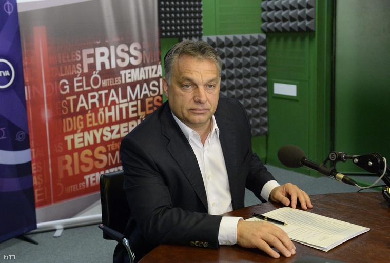 Orbán Viktor miniszterelnök a Magyar Rádió stúdiójában ahol interjút adott a Kossuth Rádió 180 perc című műsorának 2014. november 14-én.