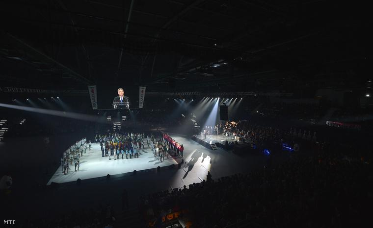 Orbán Viktor miniszterelnök beszédet mond az Audi Aréna Győr multifunkcionális sportcsarnok átadásán 2014. november 15-én.