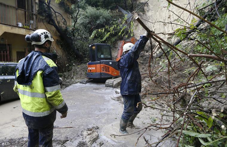 Nizzában földcsuszamlást okozott a heves esőzés.