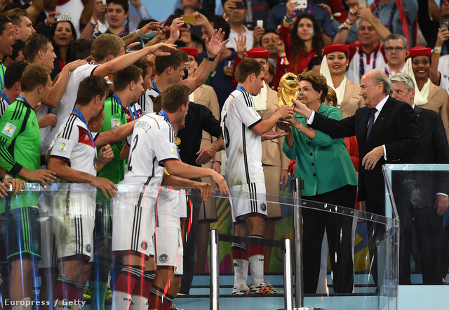 Blatter a világbajnok német válogatottal a 2014-es vb-n