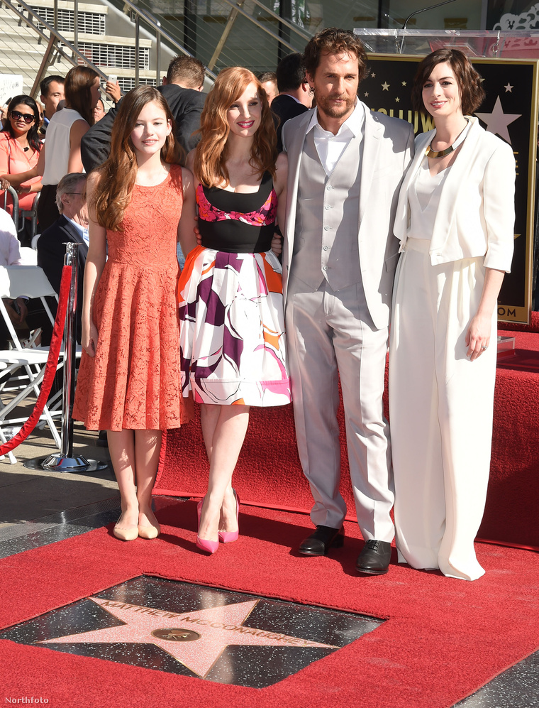 Balról jobbra: Mackenzie Foy, Jessica Chastian, Matthew McConaughey, Anne Hathaway és a csillag.